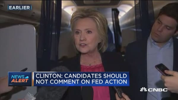 Clinton: Candidates should not comment on Fed action