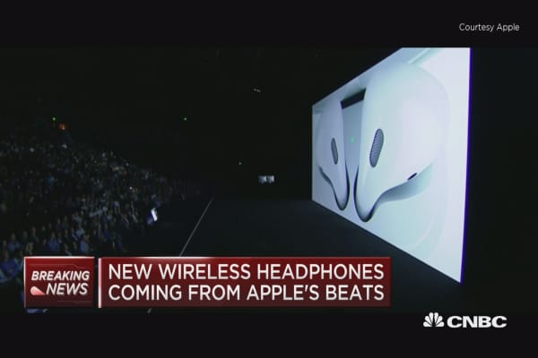 Apple introduces new wireless 'airpods'