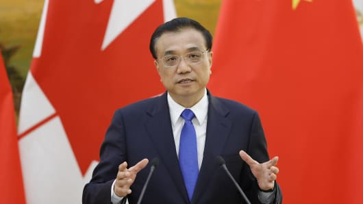 Chinese Premier Li Keqiang addresses a press conference.