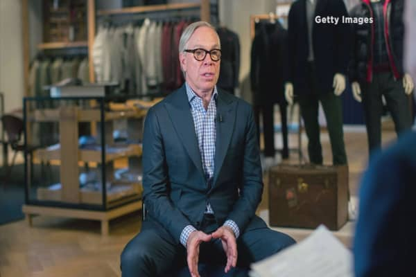 Tommy Hilfiger ready to woo with a carnival fashion show