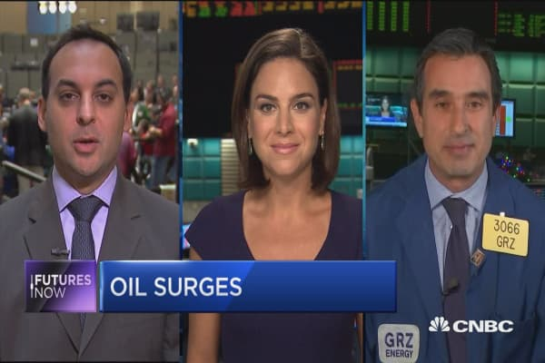 Oil rises off supply data