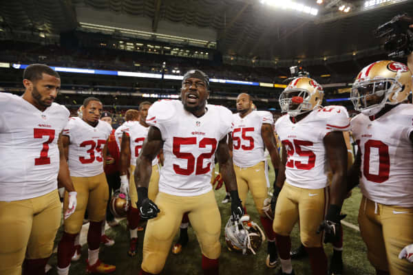 Patrick Willis #52 of the San Francisco 49ers fires up the team on the field prior to the game against the St. Louis Rams at the Edward Jones Dome on October 13, 2014 in St. Louis, Missouri.