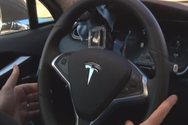 Tesla upgrades autopilot mode