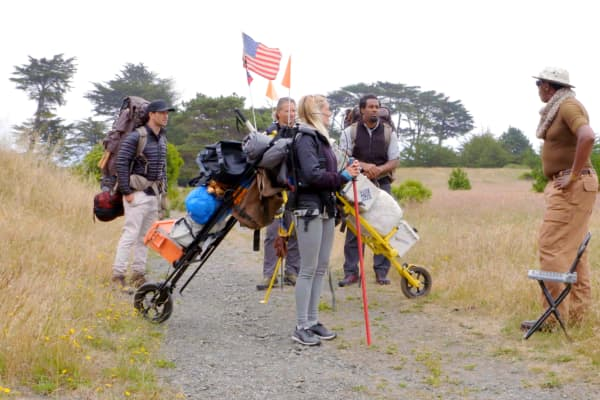 "Melvin McCoy, founder and developer of the M.U.L.E., pitches his wheelable backpack to CNBC's ""Adventure Capitalists."" McCoy developed the product in the '80s after meeting a hiker who struggled to carry her belongings as she grew older."