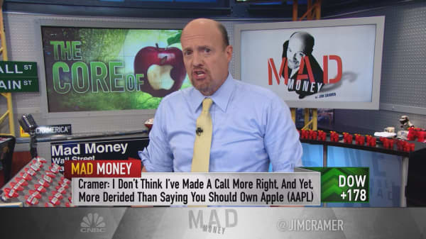 Cramer gets to the core of his juicy Apple investment strategy