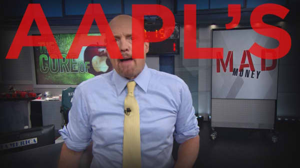 Cramer Remix: Samsung phones might be catching fire, but it's heating up Apple