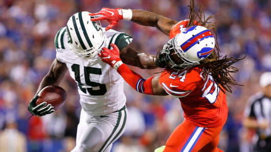 New York Jets wide receiver Brandon Marshall (15) tries to evade Buffalo Bills cornerback Stephon Gilmore (24) at New Era Field, September 15, 2016.