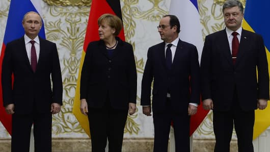(L-R) Russian President Vladimir Putin, German Chancellor Angela Merkel, French President Francois Hollande, and Ukrainian President Petro Poroshenko pose for a photo during their peace talks in Minsk, Belarus on February 11, 2015.