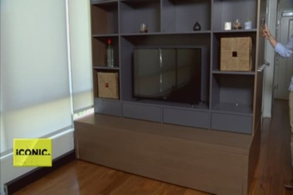 Robotic furniture for tiny living