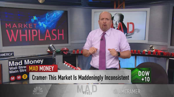 Cramer: Apple's bizarre disconnect between analysts and sellers