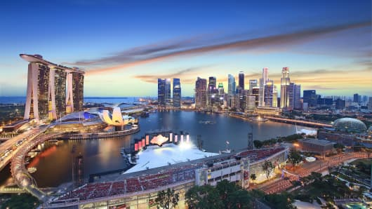 Singapore's Marina Bay skyline at sunset.