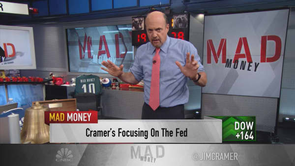 Cramer: While Washington does nothing, the Fed has the working person's back