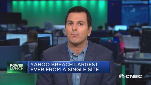 Yahoo confirms data breach