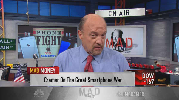 Cramer: Apple's opportunity for enormous market share right now