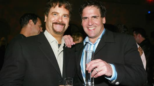Entertainment execs Todd Wagner (L) and Mark Cuban pose at the after-party for Lions Gate's 'Godsend' at the Hollywood Roosevelt Hotel on April 22, 2004 in Los Angeles, California.