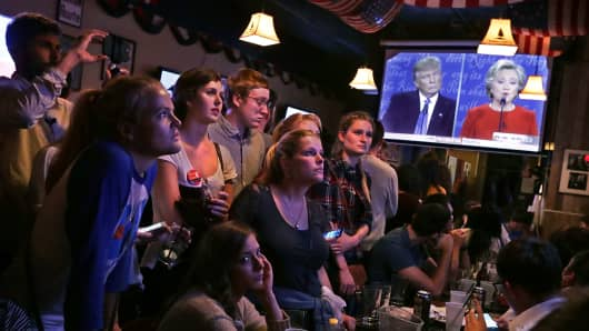 Patrons fill the Capitol Lounge two blocks from the U.S. Captiol to watch the first presidential debate between Republican candidate Donald Trump and Democratic candidate Hillary Clinton September 26, 2016 in Washington, DC.