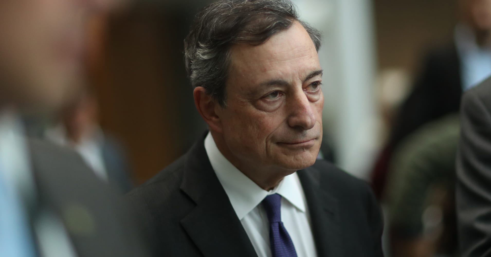 Draghi speaks of 'strengthening and broadening recovery' in euro zone, but says stimulus must remain