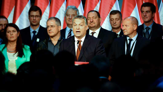 Hungarian Prime Minister Viktor Orban (C) gives a speech in Budapest, on October 2, 2016.