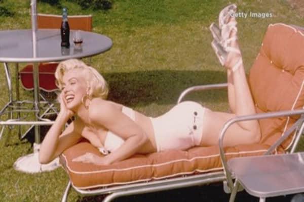Marilyn Monroe super-fan pays $40k for a lock of her hair