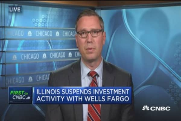 Illinois treasurer suspends investment activity with Wells Fargo