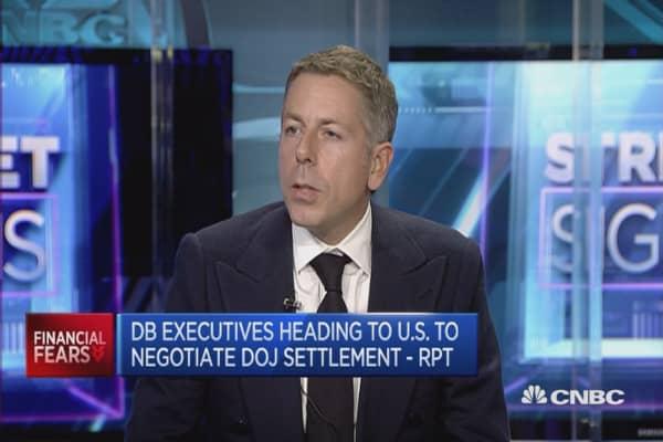 It's a bit early to buy Deutsche Bank stock: Pro
