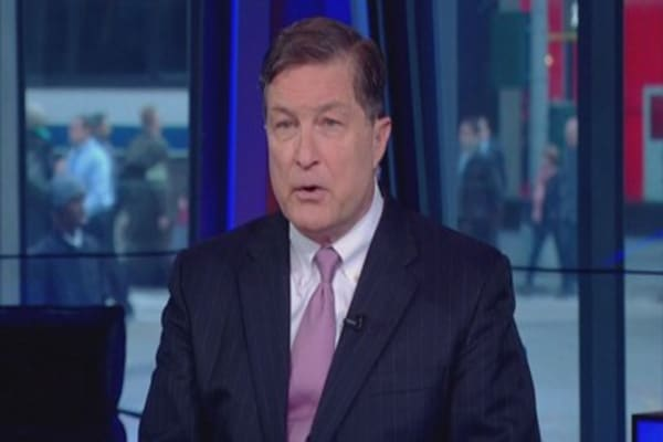 Fed's Lacker pushing for rate hike again