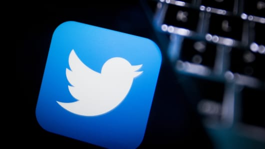 Twitter Application on cell phone with keyboard