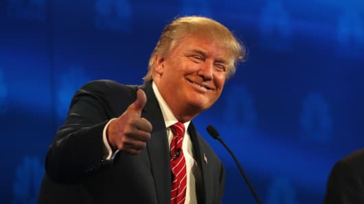 Presidential candidate Donald Trump gives a thumbs up during the CNBC Republican Presidential Debate at University of Colorados Coors Events Center October 28, 2015 in Boulder, Colorado.