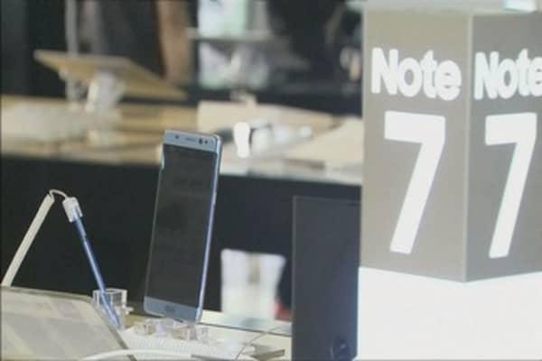Samsung slashes its profit forecast