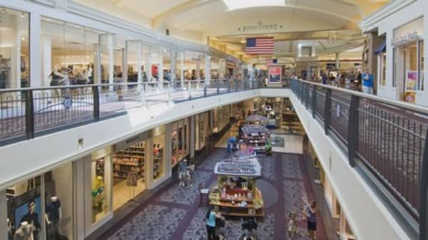 Major mall operator to close 73 shopping centers on Thanksgiving
