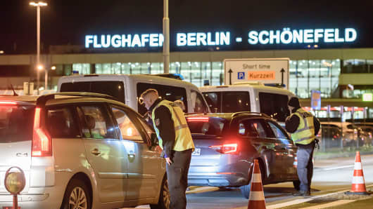 Police check arriving cars outside Schoenefeld Aiport near Berlin following the launch of a manhunt for a terror suspect on October 8, 2016 in Schoenefeld, Germany.