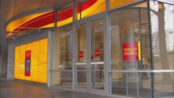 Wells Fargo reports earnings beat