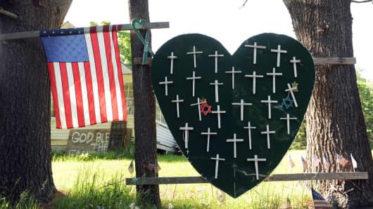 Sandy Hook Elementary School shooting, heart and cross memorial near Sandy Hook Firehouse on Riverside Road in Sandy Hook, CT.