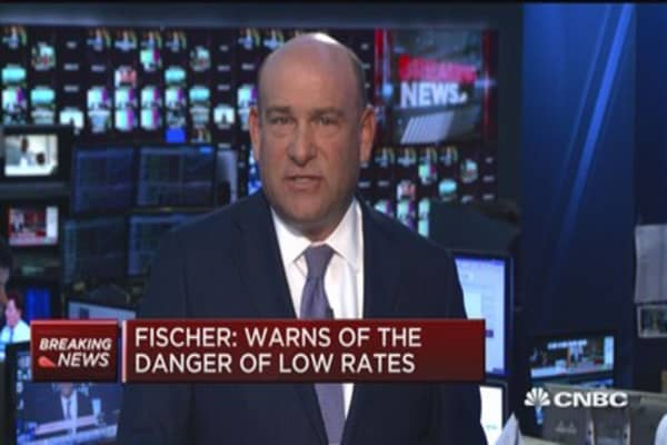 Fischer: Low rates can threaten financial stability
