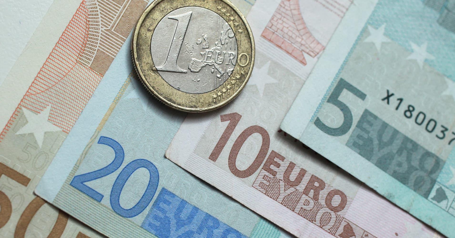 Sterling surges on hopes for Brexit deal, yen dips on chipmaker deal