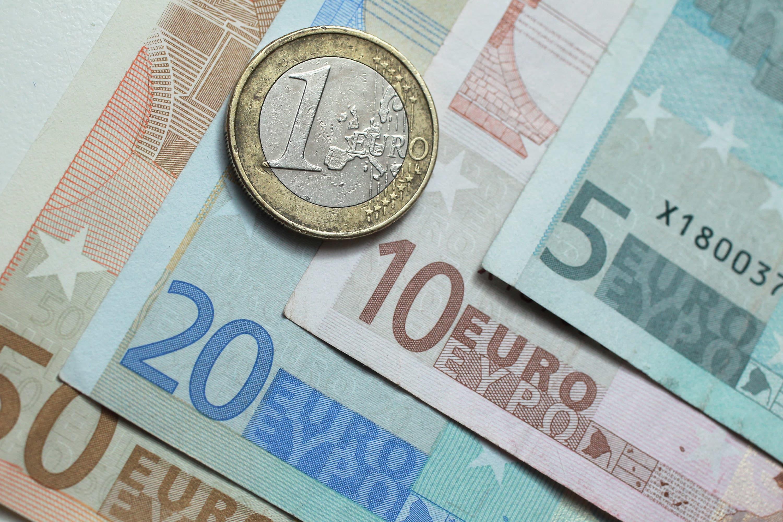 Dollar Yen Gain As Investors Seek Safety From Italy Turmoil