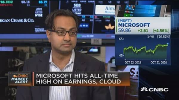 Cloud biz lifts Microsoft stock