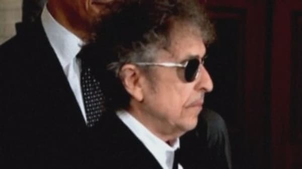 Bob Dylan angers Nobel authorities for being silent