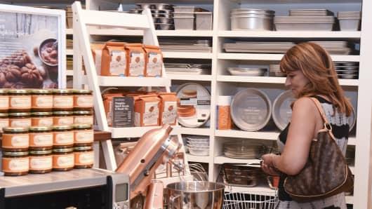 A shopper at Williams-Sonoma