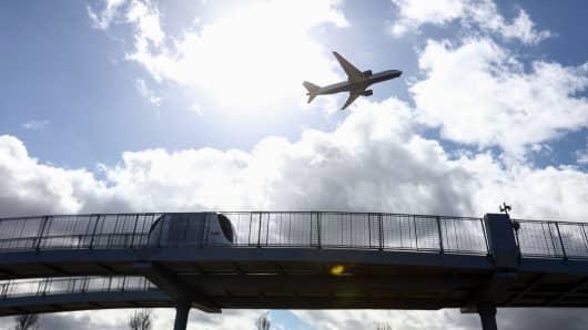Airplane soaring