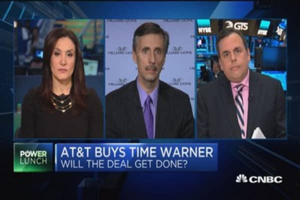 Analyst on AT&T: Merger doesn't change anything