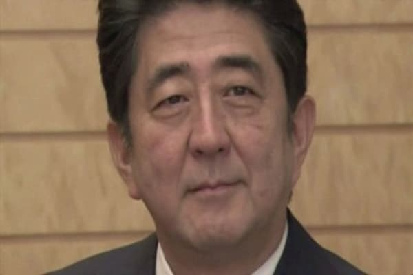 Japan's Abe to manage US-Philippines balancing act