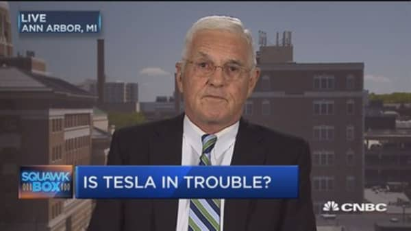 Tesla supporters like members of a 'religious cult': Bob Lutz