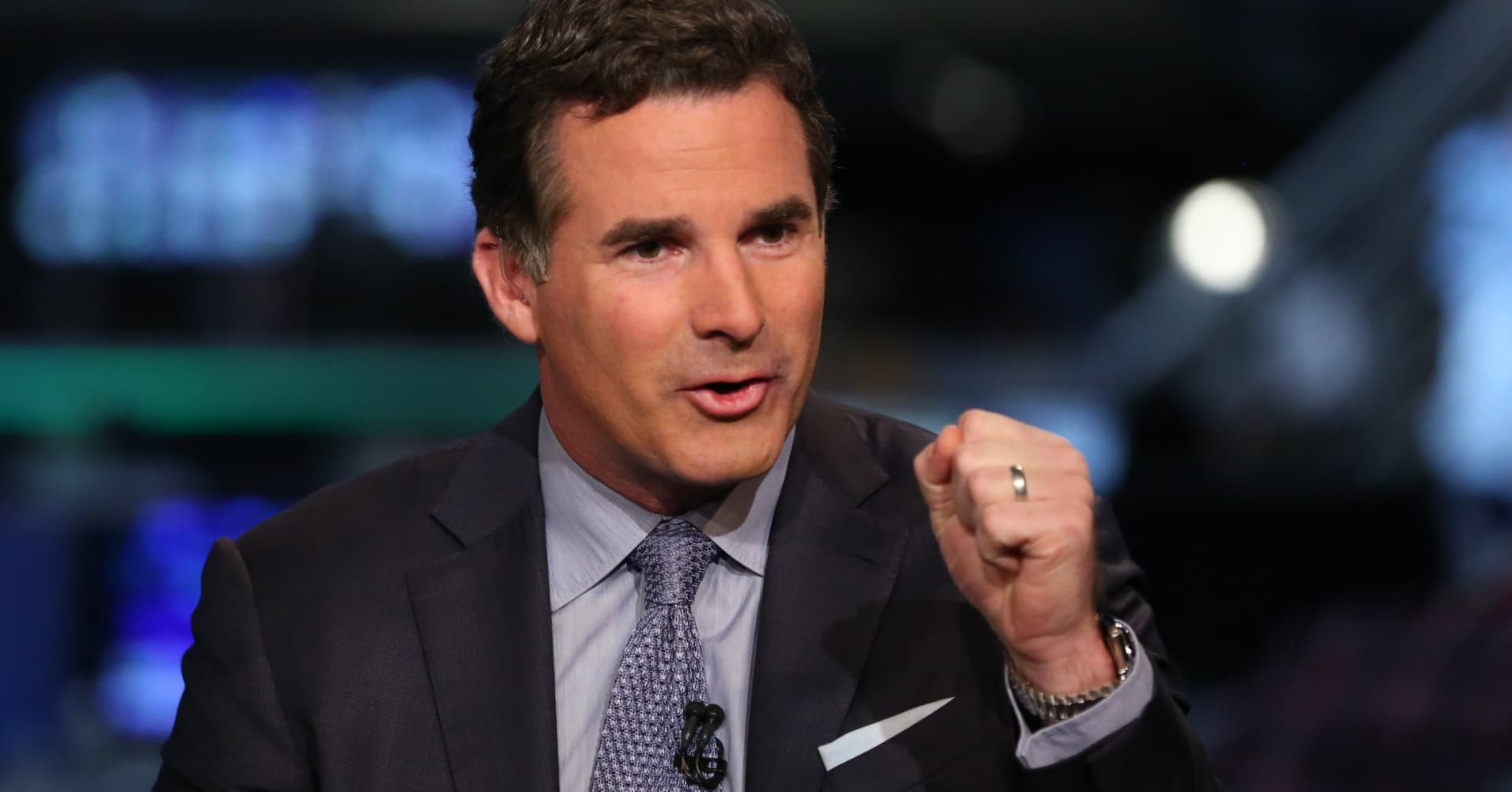 Under Armour CEO adds his name to those leaving Trump's manufacturing council