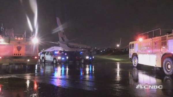 Plane carrying Gov. Pence skids off runway in NYC