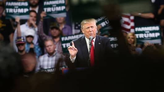 Donald Trump campaigning in California, May 27, 2016