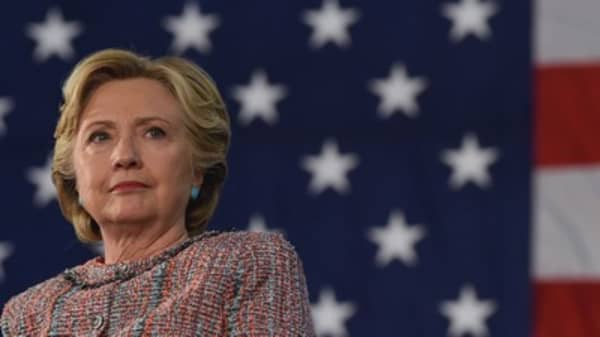 FBI reviews new emails in Clinton server investigation