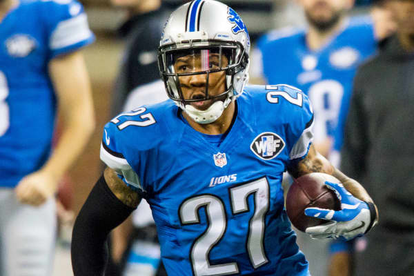 Detroit Lions safety Glover Quin (27) runs with the ball after intercepting a pass during game action between the Minnesota Vikings and Detroit Lions.