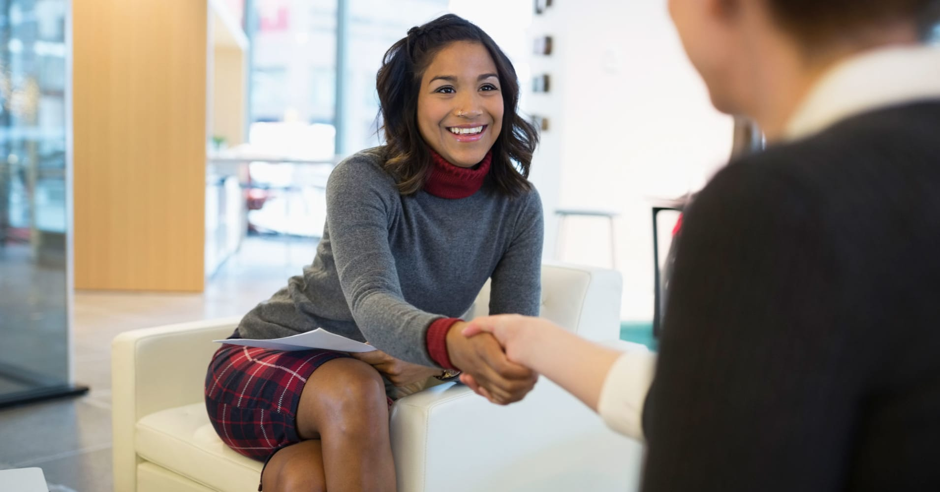 4 tips for negotiating your first salary when you have