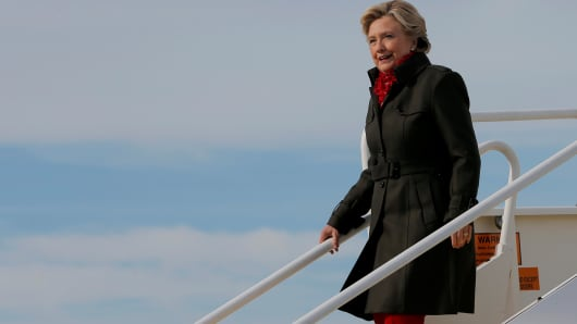 Democratic presidential nominee Hillary Clinton arrives in Cleveland, Ohio, U.S. October 31, 2016.